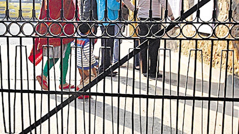 delhi,delhi school,teacher beaten
