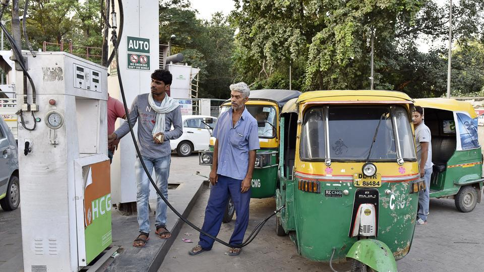 Autos and cabs queued up at a CNG station in Guragon.