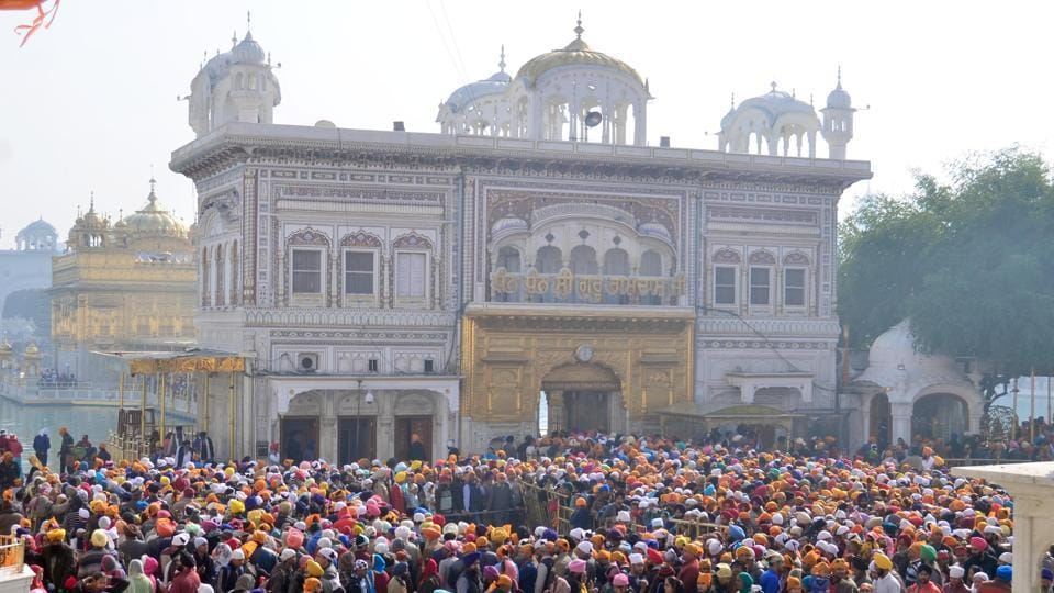 Devotees pay obeisance at Golden Temple  as they celebrate Gurpurab, the 351st birth anniversary of Guru Gobind Singh Ji, at the Golden Temple in Amritsar. (Sameer Sehgal//HT)