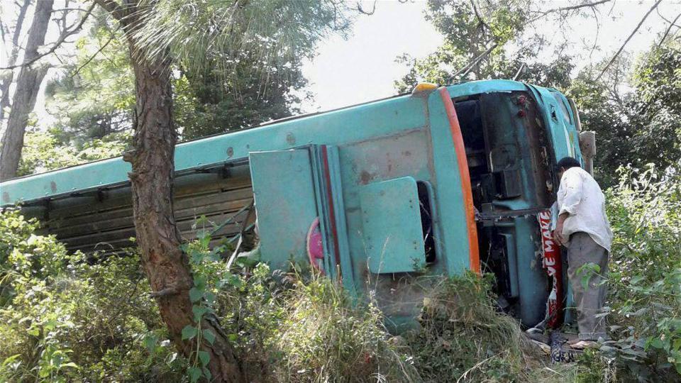 Tamil Nadu,Bus ploughs,Padayatra