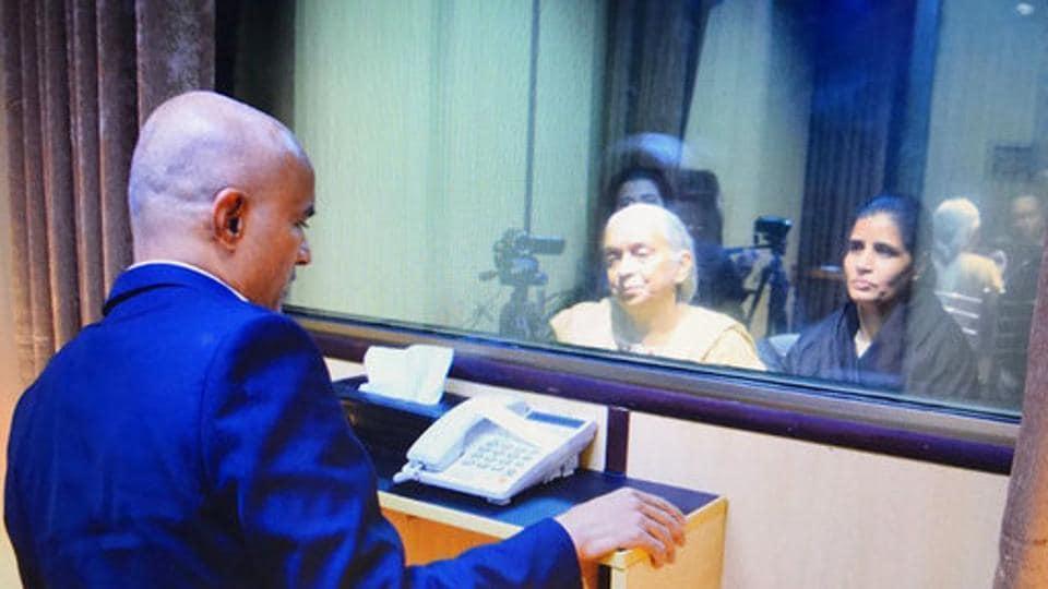 Kulbhushan Jadhav,Kulbhushan Jadhav meets family,Pakistan