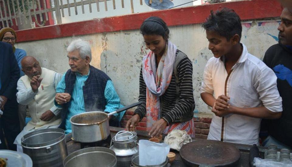 Arti started managing the tea stall near an old factory in Ghazipur about a year ago when her father Marachhu Lal Gupta suffering serious injury in his leg.