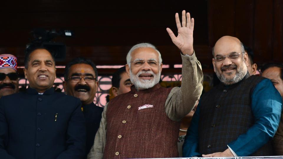 Prime Minister Narendra Modi (centre) with BJP president Amit Shah (right) and newly sworn in Himachal Pradesh chief minister Jai Ram Thakur (left) in Shimla on Wednesday. (Deepak Sansta /HT)