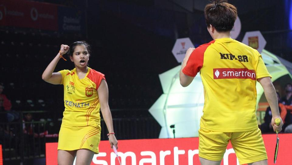 Bengaluru Blasters trounced Delhi Dashers 5-2 in their opening match of the third Premier Badminton League (PBL) in New Delhi today. Kim Sa Rang and India's N Sikki Reddy played an important part in the win.
