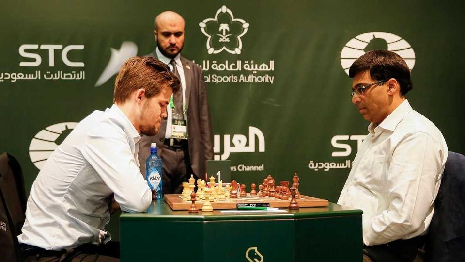 Viswanathan Anand (L) defeated Magnus Carlsen