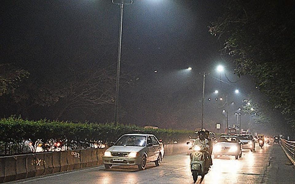 Dip in mercury lead to smoggy weather and pushed the air pollution levels up in the city on Thursday.