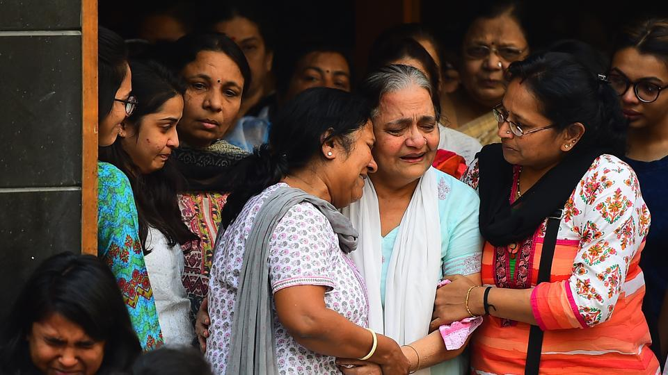 Relatives mourn the death of Lalani brothers, aged  23 and 26, who were among 14 people killed during a fire at Kamala Mills in Mumbai's Lower Parel  early on Friday. Several others were injured in the fire, which started at a rooftop pub hosting a birthday party at 12.30am. Kamala Mills  is a popular nightspot with upscale restaurants and offices.  (Vijayanand Gupta / HT Photo)