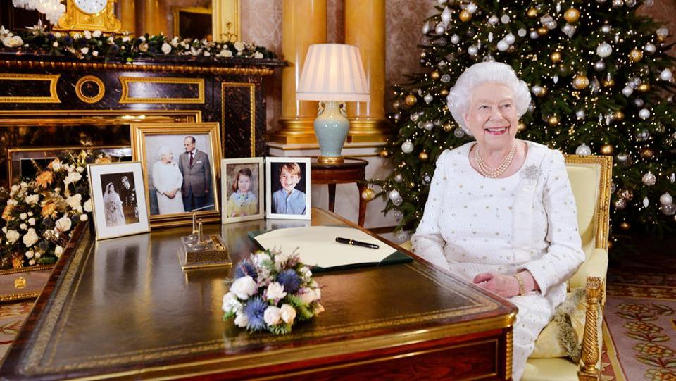 Britain's Queen Elizabeth is seen sitting at a desk in the 1844 Room after recording her Christmas Day broadcast to the Commonwealth, in Buckingham Palace, in this photograph received in London, Britain on December 24, 2017. (John Stillwell / REUTERS)