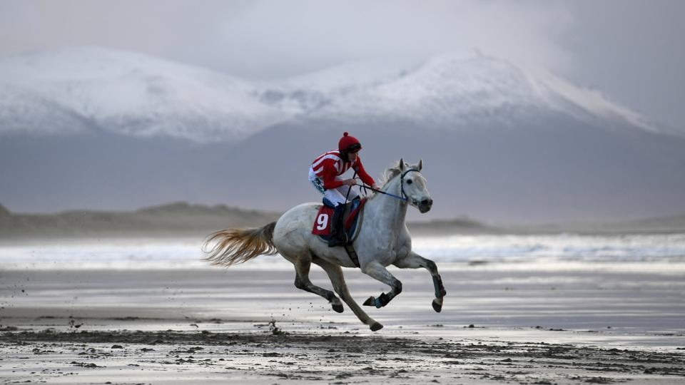 A rider participates in the Christmas Ballyheigue beach horse race in the County Kerry village of Ballyheigue, Ireland on December 27, 2017. (Clodagh Kilcoyne / REUTERS)