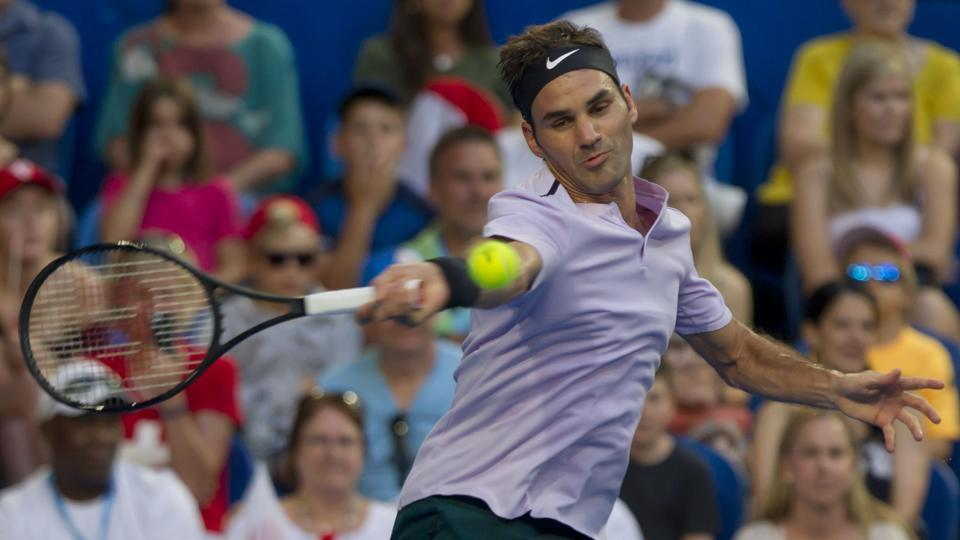 Roger Federer defeated Yuichi Sugita 6-4, 6-3 in their Hopman Cup match on Saturday.