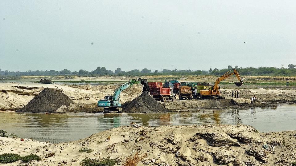 Twenty-five people were arrested on Friday for illegal sand dredging along the Thane creek.