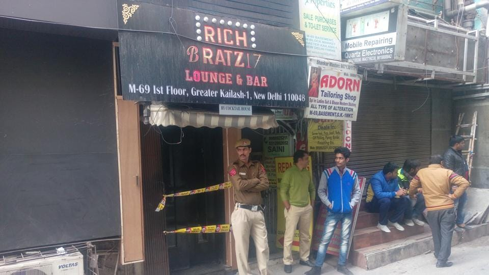 Firing outside a Greater Kailash pub after altercaltion, one injured