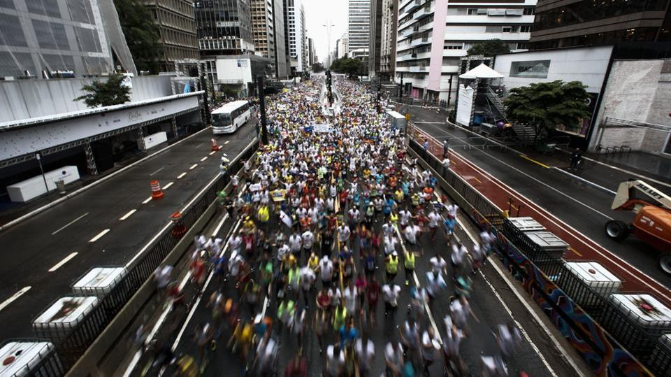 Runners wait to participate in the 93rd 15-km Sao Silvestre international race in Sao Paulo, Brazil, on December 31, 2017. Thirty thousand runners participated in the traditional New Year's Eve event. (Miguel Schincariol / AFP)