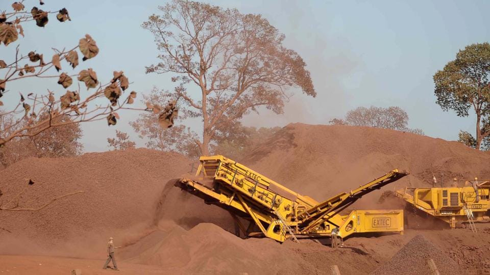 As per the Supreme Court's order, the mining operation of the defaulter working mines would be stoppe.d