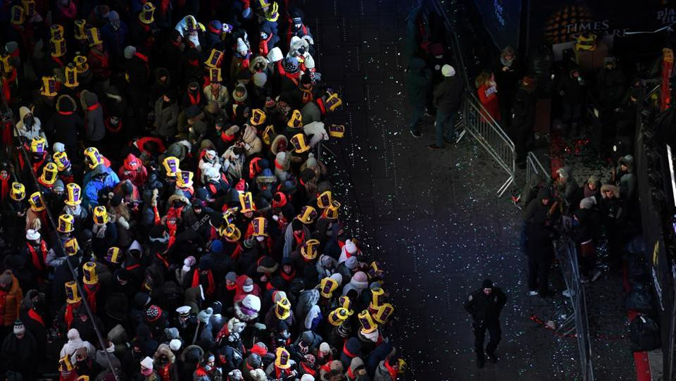 Revelers brave freezing cold temperatures in Times Square ahead of New Year's celebrations in Manhattan, New York, U.S. (Darren Ornitz / REUTERS)