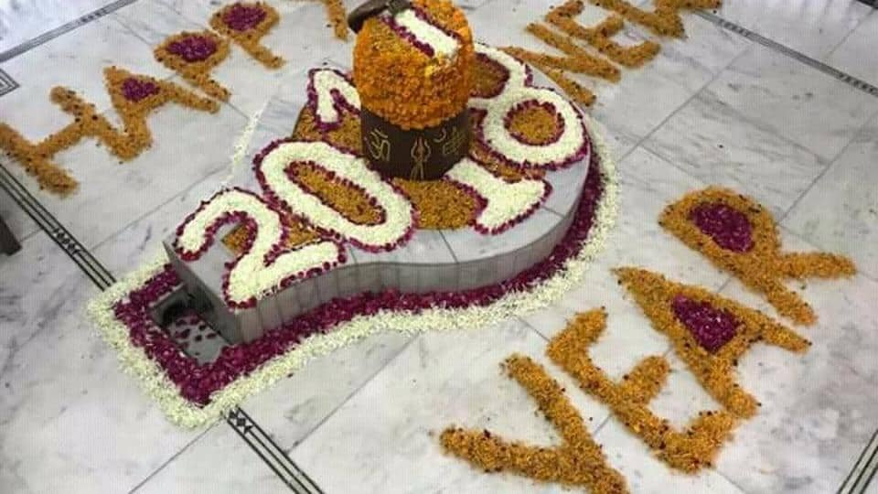 Indian fast bowler Mohammed Shami posted a New Year greeting on Twitter using a flower-decked image of Shiva Linga.