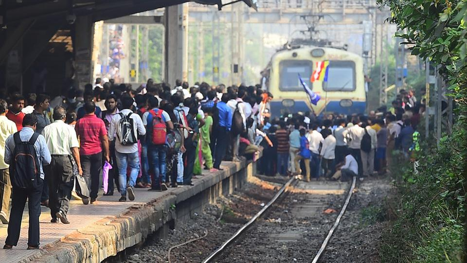 Chief minister Devendra Fadnavis called for a judicial probe into the death of Rahul Phatangale, who succumbed to his injuries on Monday evening after being hit with stones during violence near Bhima Koregaon, around 40 kilometres from Pune. Four people were injured in the violence and around 40 vehicles burnt or damaged. (Vijayanand Gupta / HT Photo)