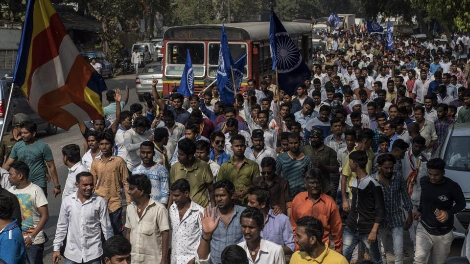 Dalit protesters protest at Powai against after Bhima Koregaon violence. Dalit leader Prakash Ambedkar blamed  the police for lax arrangements and has called for a statewide bandh. (Satish Bate / HT Photo)