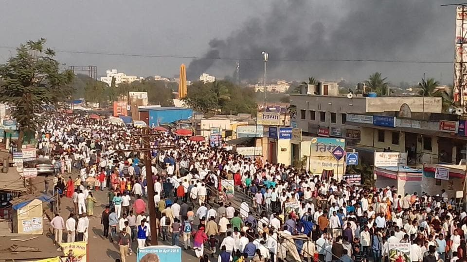 Protesters demonstrate against the death of a 28-year-old man in Bhima Koregaon, Pune on January 01, 2018. Hundreds of thousands of people gather at Bhima Koregaon every year to mark the anniversary of an 1818 war between the British and the Peshwa. Many Dalit leaders believe the war was won by the British with the help of Dalit soldiers, who defeated a large army of the Peshwa, who was said to have instituted oppressive caste practices. (HTPhoto)