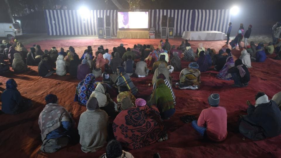 While the joy of cinema managed to pull a crowd even on the coldest night of the season so far, others remained nonplussed. Many did not bother coming out of their shelters, preferring instead to bring in the New Year with some semblance of a roof over their heads. (Burhaan Kinu / HT Photo)