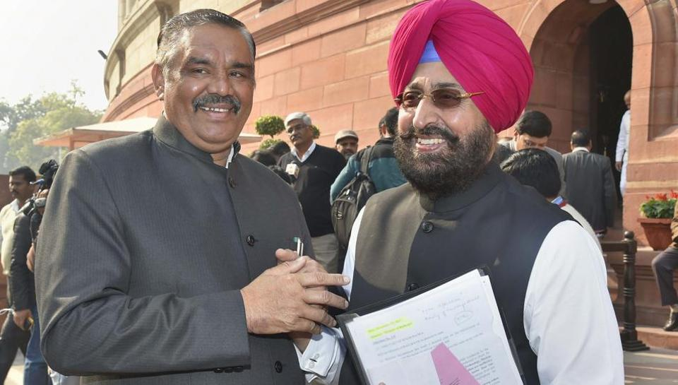Union minister Vijay Sampla (L) with Congress MP Partap Singh Bajwa during the winter session of Parliament, in New Delhi.