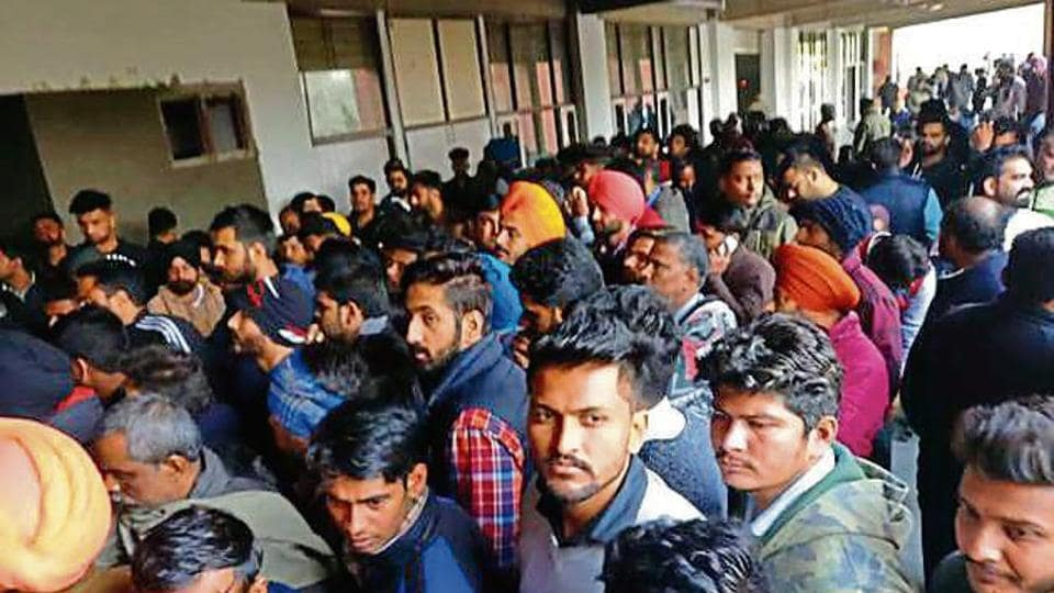 The Chandigarh district courts complex in Sector 43 witnessed a huge rush of traffic offenders on Tuesday. At least 250 challans issued in the run-up to New Year's Eve were disposed of.