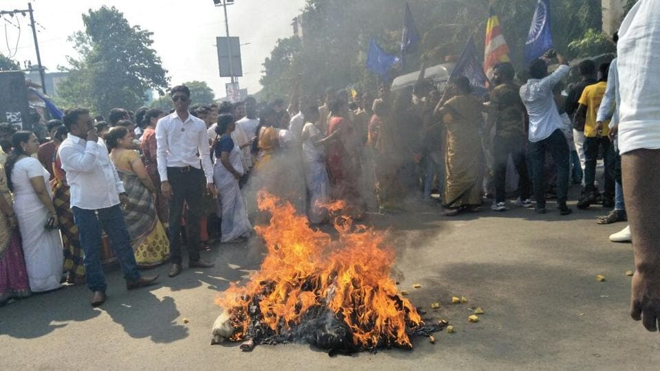 Dalit protesters burnt PM Narendra Modi and Maharashtra CM Devendra Fadnavis effigies at Lokmanya Nager, Thane. Security has been stepped up in Mumbai in view of a bandh called by a Dalit group. Several towns and cities in Maharashtra are on the edge over protests against the Pune violence over the death of a 28-year-old man near the bicentennial celebrations of a British-era war in Pune. (Praful Gangurde / HT Photo)