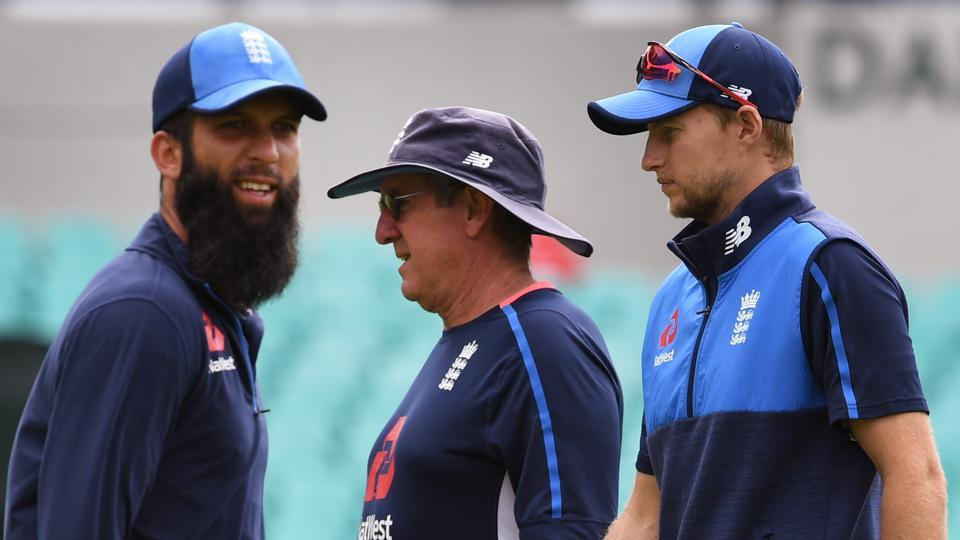 England cricket team spinner Moeen Ali (L), coach Trevor Bayliss (C) and captain Joe Root in training at the SCG in Sydney on January 3, 2018, a day ahead of the start of the fifth Ashes Test against Australia.  England will look to close out the series with a win.
