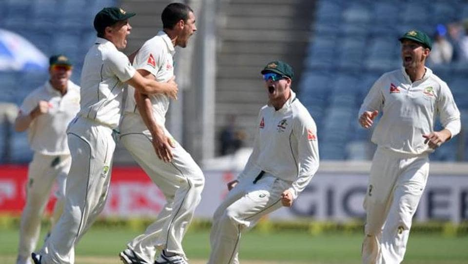 Mitchell Starc (C) will be back for Australian cricket team, led by Steve Smith (2R) against England in the final Ashes Test.