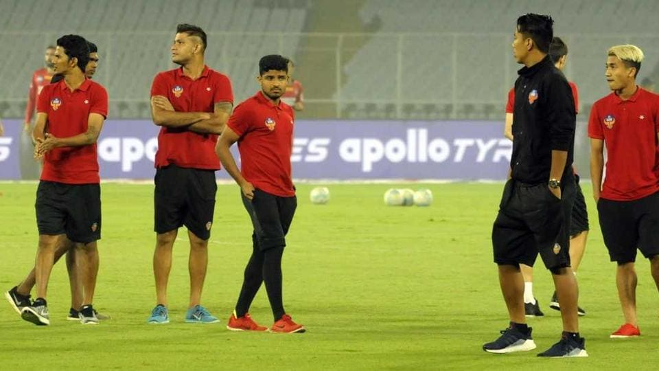 FCGoa players were forced to warm up in their travel gear ahead of their match vs ATK at Kolkata due to a late arrival.