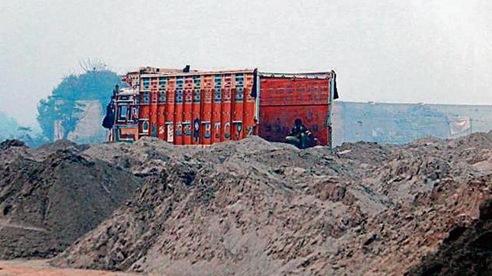 Congress leaders,murky sand trade,Mansa