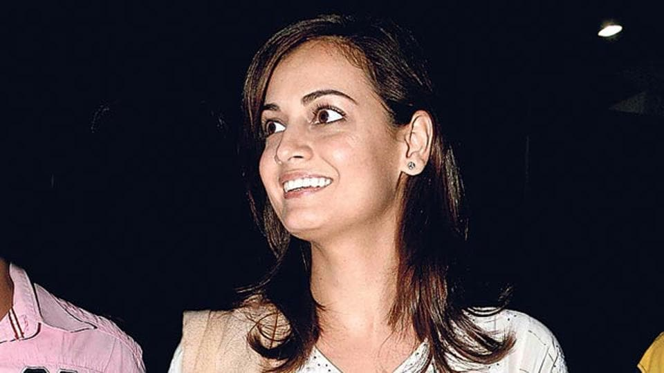 Dia Mirza smiles for the cameras at a Mumbai event. (HT photo)