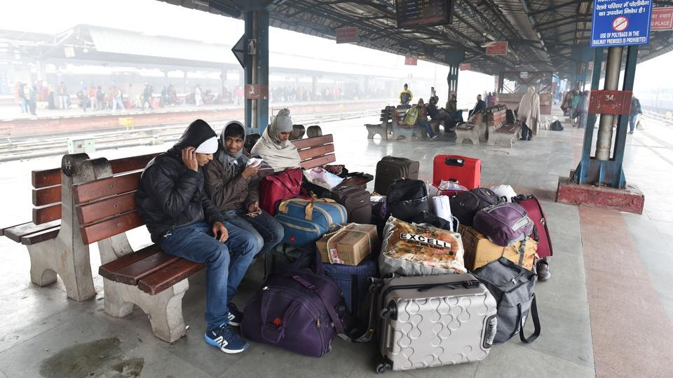 The effects of these unpredictable delays were seen at the railway station, where many commuters had come in the previous night and had to wait for up to 19 hours for their train. Many had spent the night at the station, waiting for their trains. (Sanchit Khanna / HT Photo)