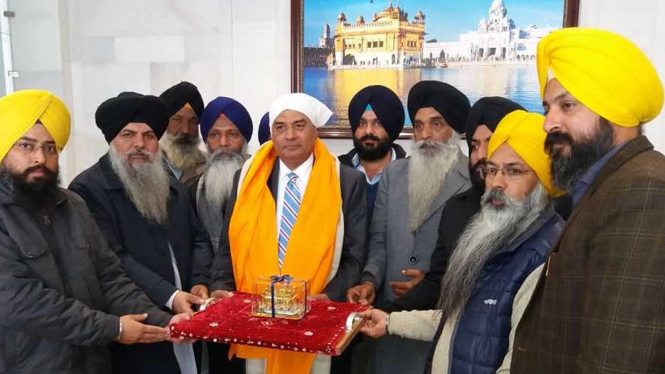 The Shiromani Gurdwara Parbandhak Committee officials honouring Canadian member of parliament Shamsher Singh 'Bob' Saroya with a siropa (robe of honour) during his visit to Golden Temple.