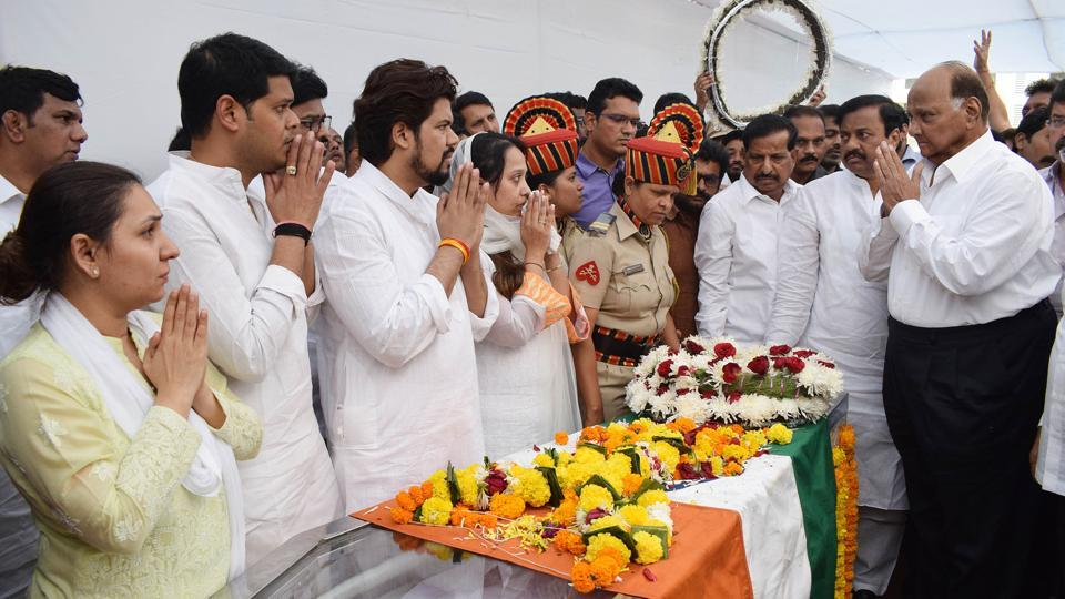 NCP chief Sharad Pawar at Vasant Davkhare's funeral in Thane, on Friday.
