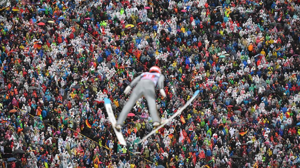 Constantin Schmid of Germany soars during the ski jumping event of the third stage at the 66th Four Hills Tournament on January 4, 2018 in Innsbruck, Austria. (Joe Klamar / AFP)