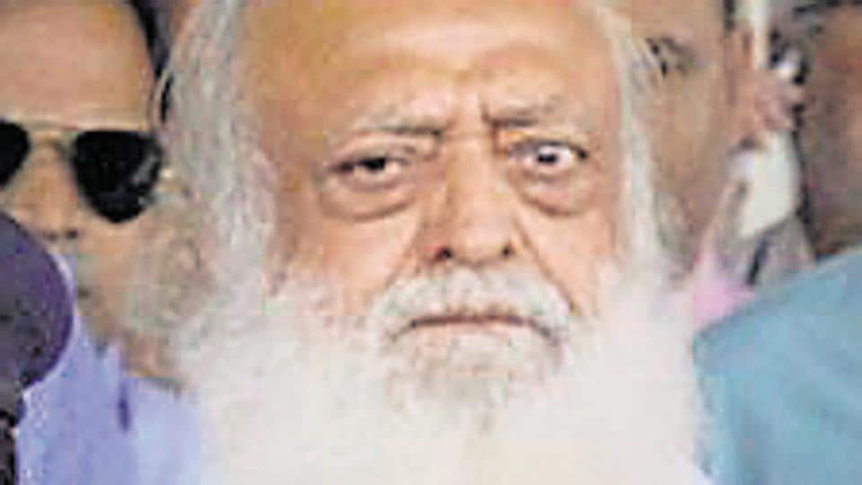 Asaram's counsel Sajjanraj Surana was allegedly pushed by Udaimandir SHO Madan Beniwal.