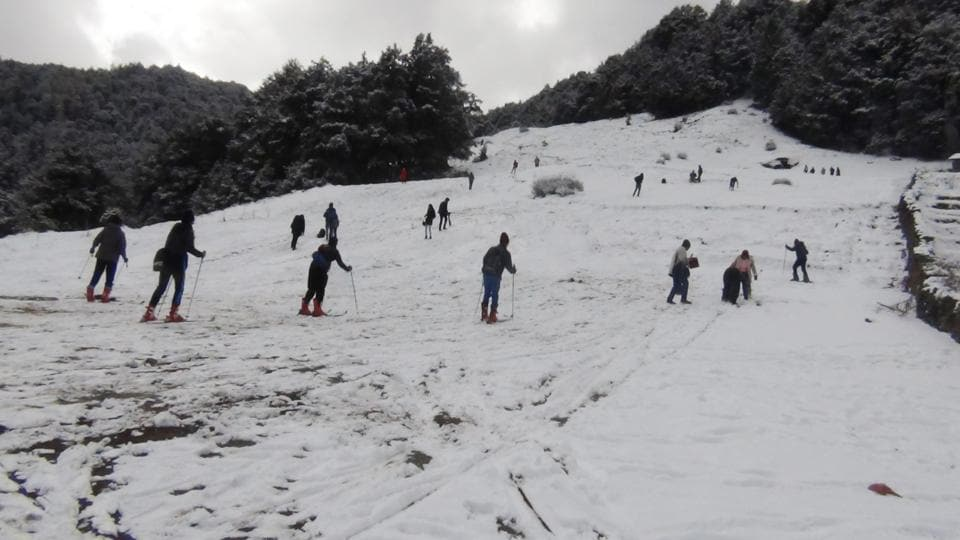 FIS president JS Dhillon has asked the state government to not hold the skiing race now owing to the high temperature which is melting down the snow.