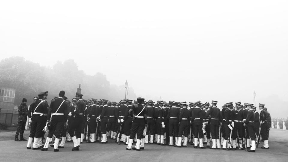 Contingents rehearse for the upcoming Republic Day parade at Rajpath in New Delhi. It was foggy morning in New Delhi with minimum temperature recorded at 4.2°C, three notches below the season's average, the weather office said. The Met predicted a misty day ahead. (Mohit Suneja / HT Photo)