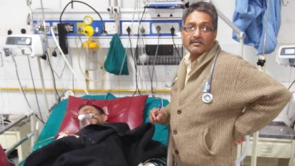 A doctor attends to transporter Prakash Pandey at a Dehradun hospital on January 6.