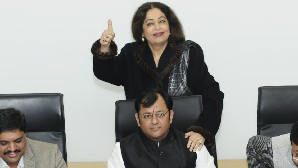 MP Kirron Kher along with newly-elected Cahndigarh mayor Davesh Moudgil