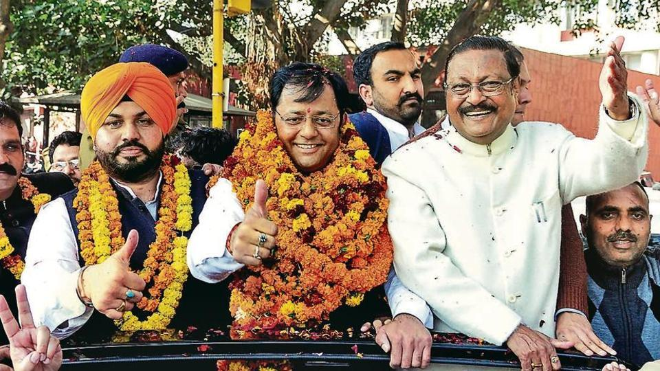 Flanked by newly elected senior deputy mayor Gurpreet Singh Dhillon (left) and BJP leader Satya Pal Jain, mayor Davesh Moudgil taking out a road show after winning the election in Chandigarh on Tuesday.