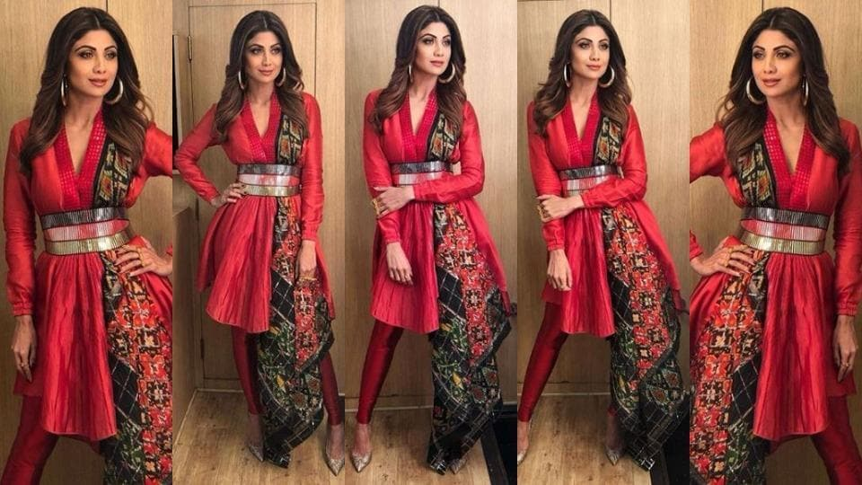 For her appearance as a judge on Super Dancer 2, actor Shilpa Shetty wore a red Amit Aggarwal outfit , which was an odd look for the usually polished and well put-together actor.