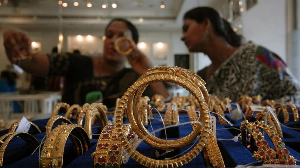 Income tax officials,Jewellery companies,Tax evasion