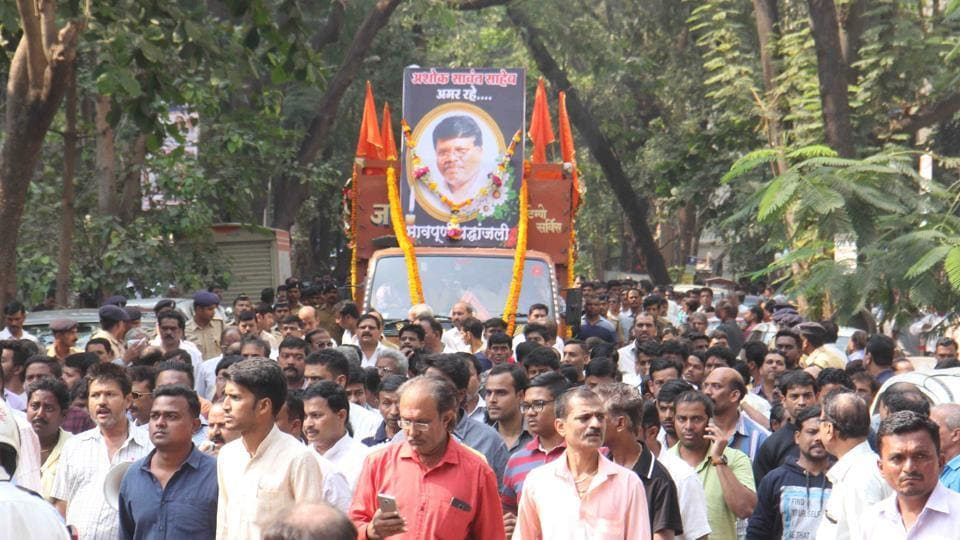 Former Shiv Sena corporator Ashok Sawant's funeral at Kandivli in Mumbai on Monday.