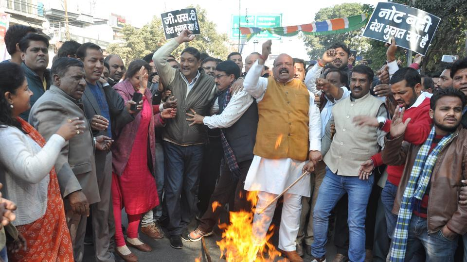 Congress workers  protesting against the state government in Dehradun on Wednesday, following the death of Haldwani transporter  Prakash Pandey.