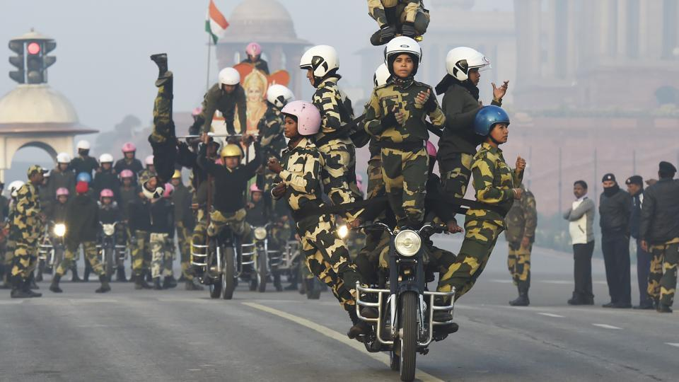 A daredevil squad of the BSF's all-woman Janbaaz stunt team seen on their first day of rehearsals in New Delhi. Republic Day celebrations this year will for the first time have this all woman stunt team from the BSF participating in the parade. (Arvind Yadav / HT Photo)