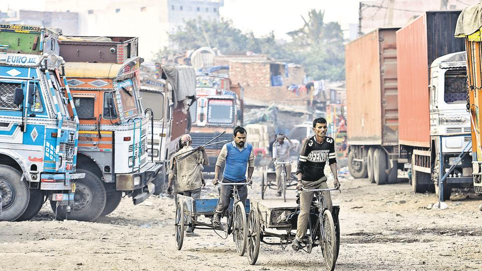 People in Bhagwanpur slums near Sanjay Gandhi Transport Nagar face breathing problems due to bad air quality in the area.