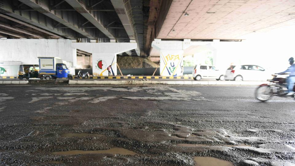 Mumbai,2014 road repair scam,Brihanmumbai Municipal Corporation