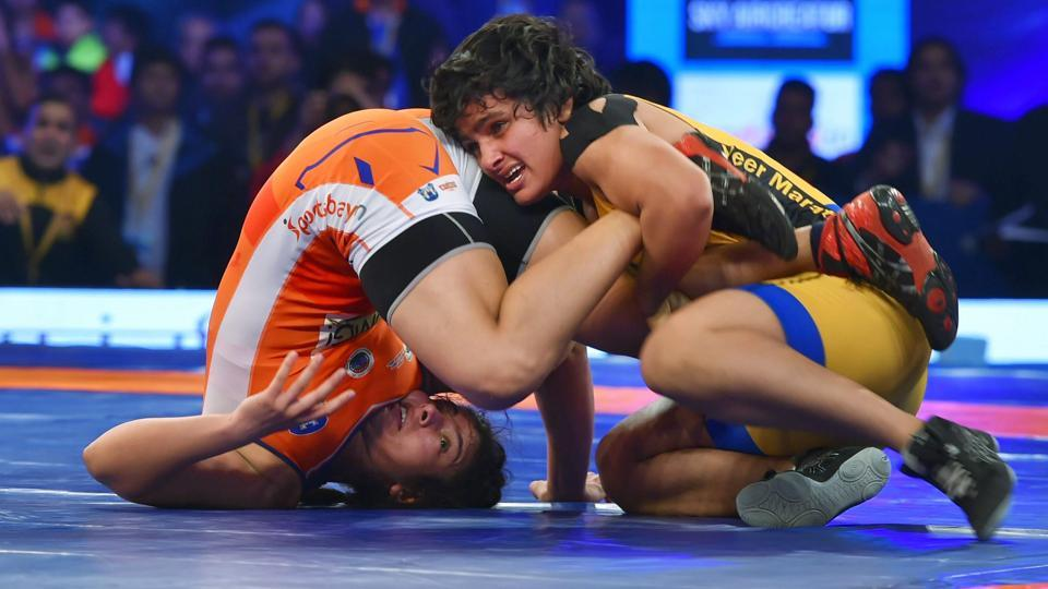 Sarita of Haryana Hammers fights against Manju Kumari of Veer Marathas (Yellow )in women's 62kg bout at Pro Wrestling League in New Delhi on Wednesday.